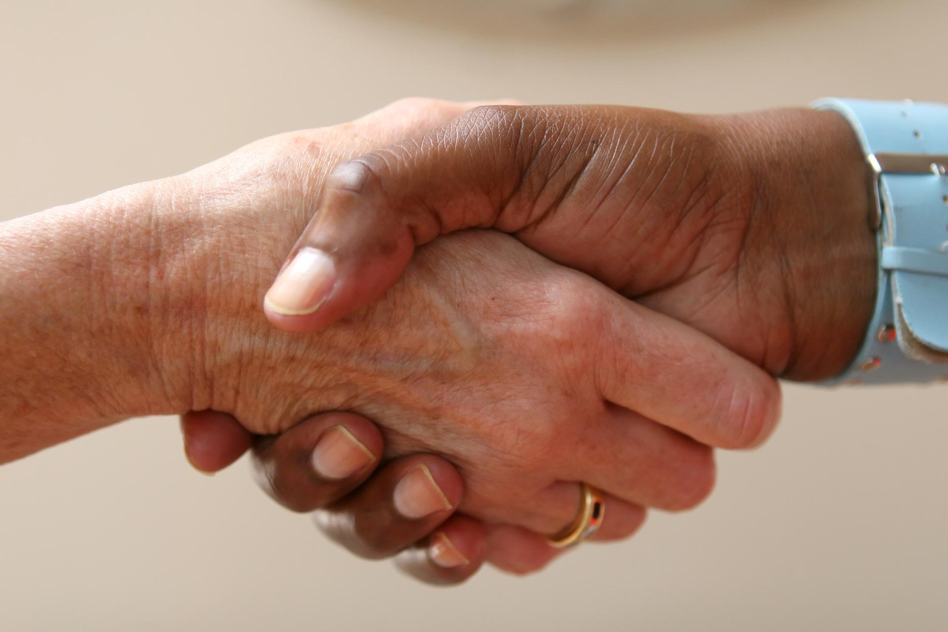 'Niet geven van hand in ziekenhuis is onwenselijk'