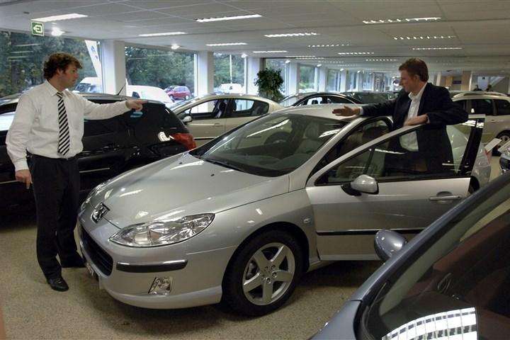 Aanschaf nieuwe personenauto's naar dieptepunt