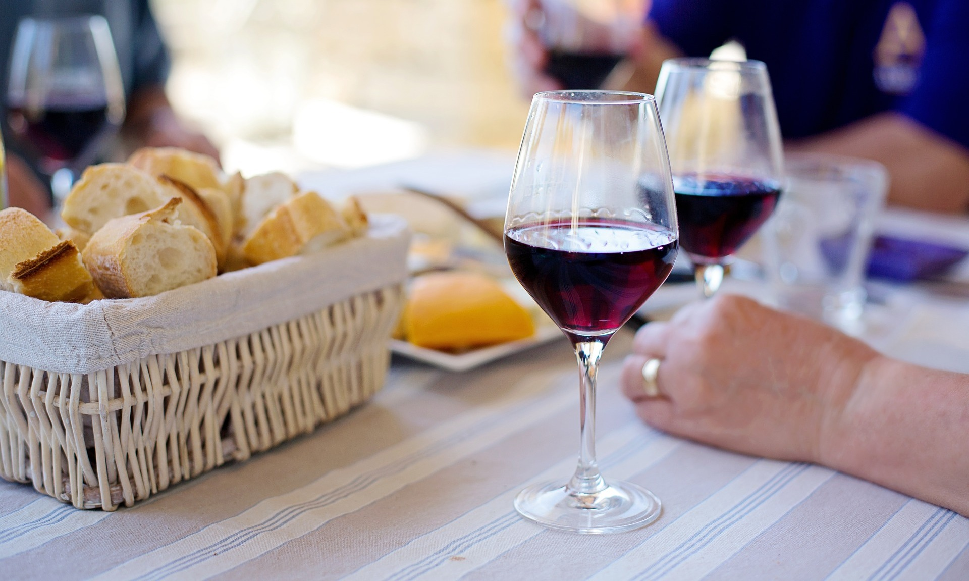 Proost! Wijn wordt goedkoper in 2019