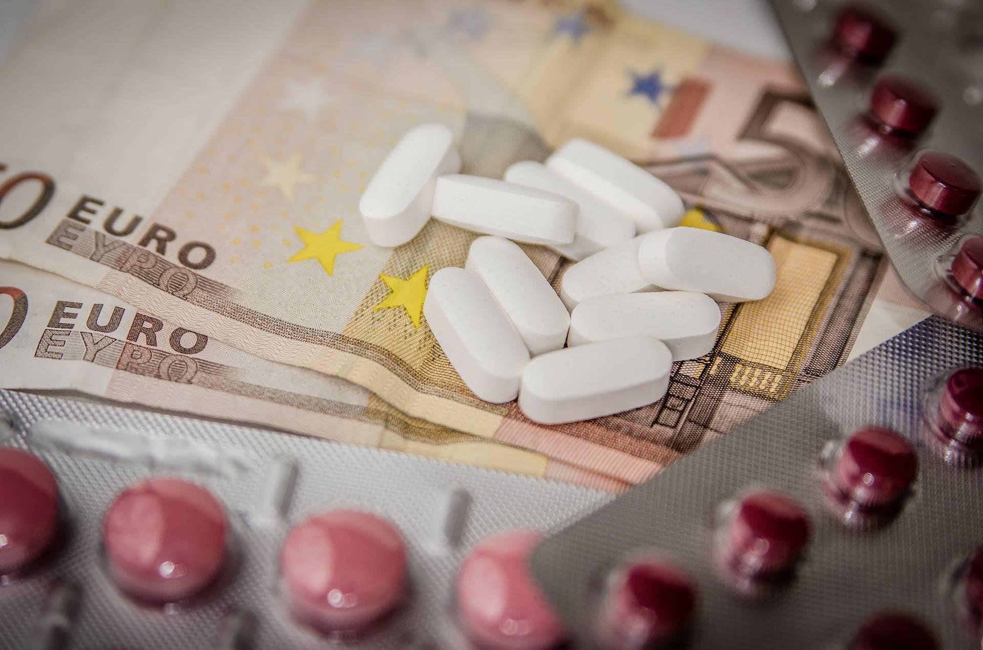 Minister Bruins: 'ijzeren voorraad' moet tekorten geneesmiddelen tegengaan