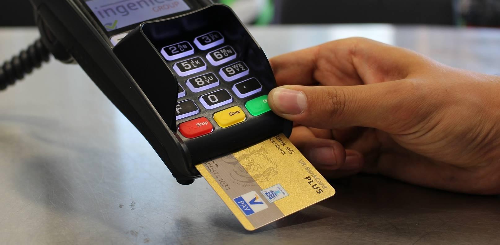 Supermarkten vragen klanten geen contant geld te gebruiken vanwege het coronavirus