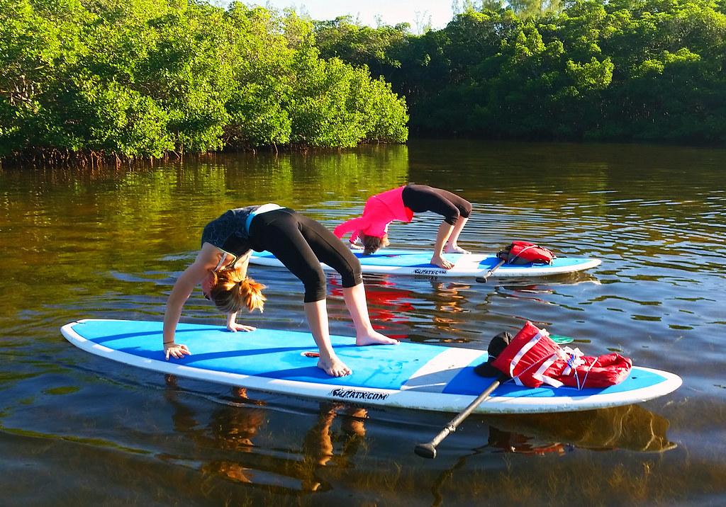Yoga met kans op een nat pak; probeer deze zomer Sup Yoga